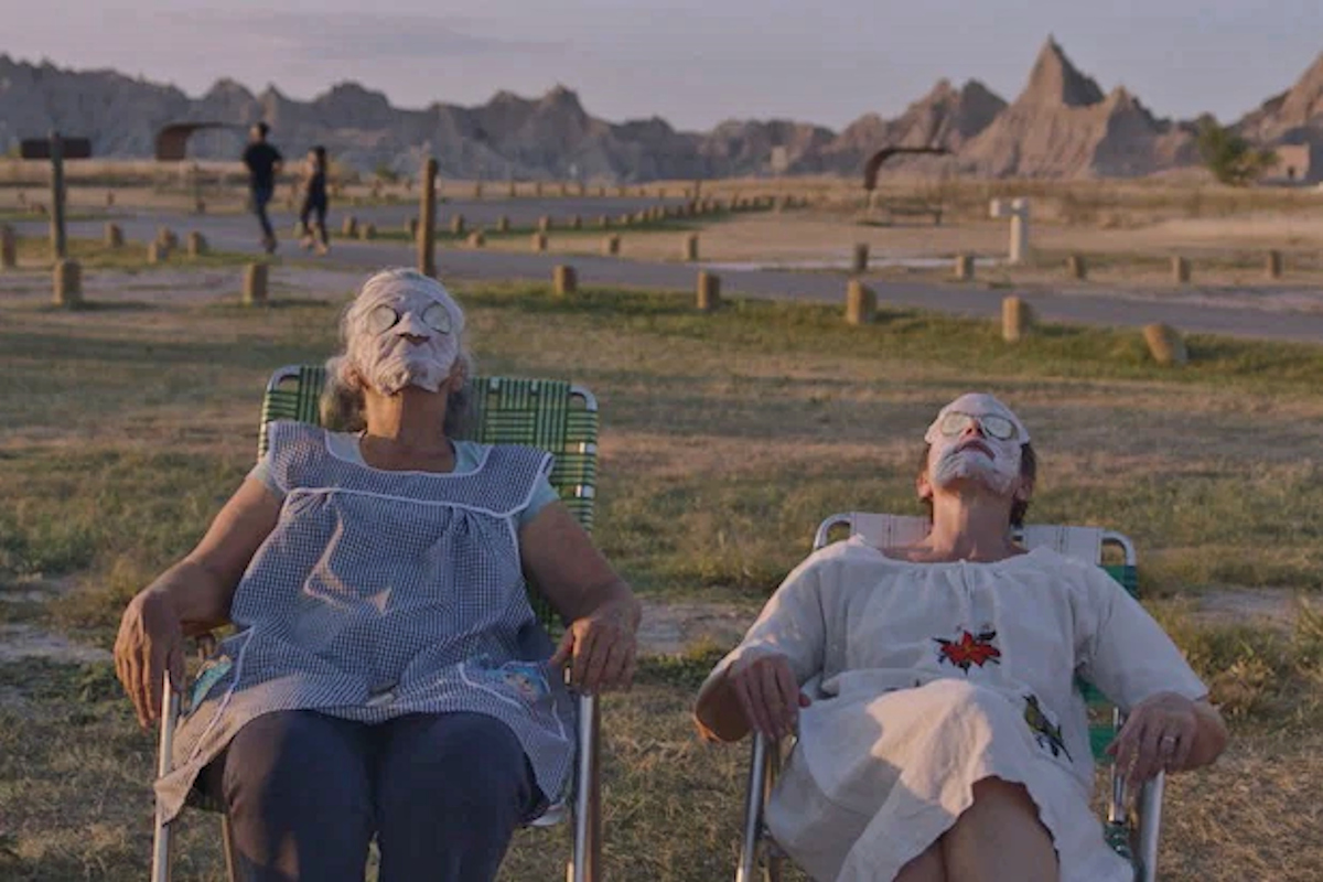 Linda May and Fern (Frances McDormand) do some self-care