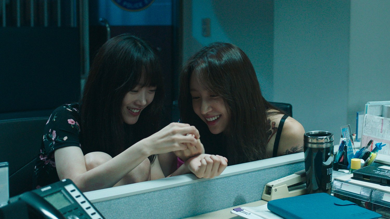 Lee Yoo Mi (left) and Hani (right) as Sejin and Juyeong