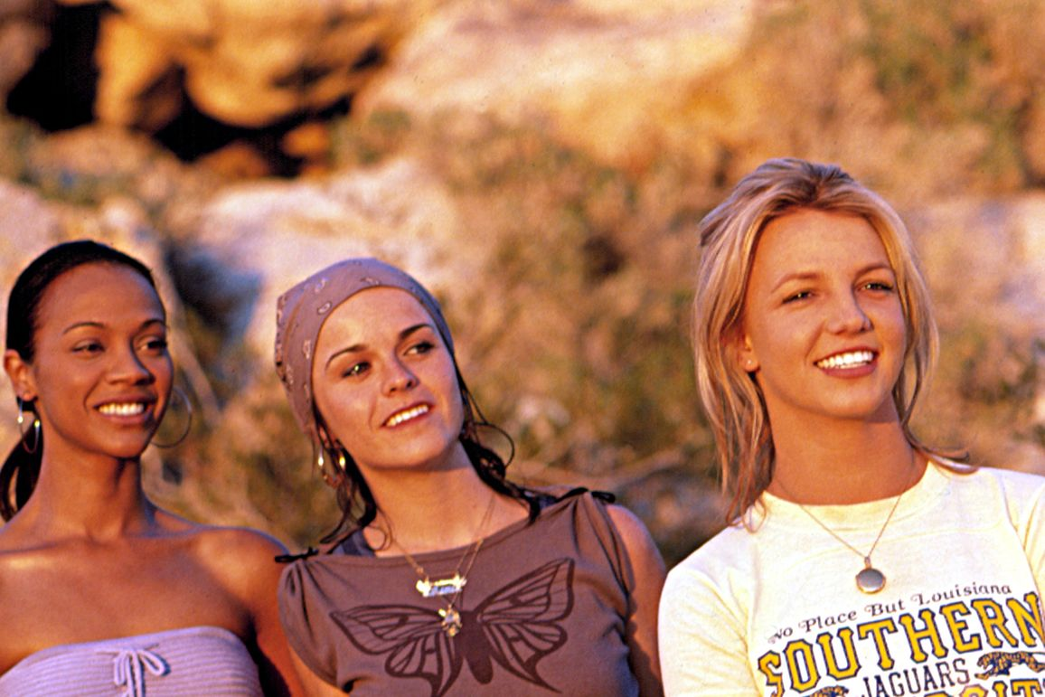 Zoe Saldana, Taryn Manning, and Britney Spears standing next to one another outdoors
