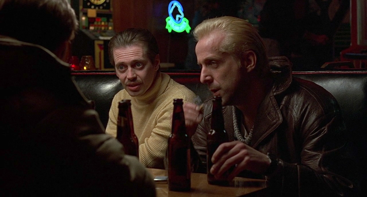 Jerry (William H. Macy) lays out his plan to hired burglars Carl (Steve Buscemi) and Gaear (Peter Stormare).