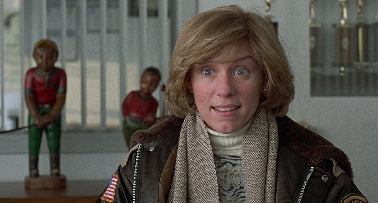 Marge (Frances McDormand) questions Jerry and immediately senses something off about him.
