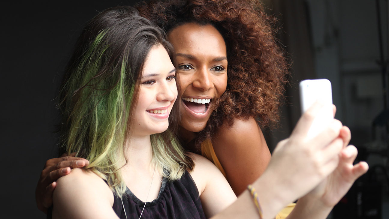 Trans activists Nicole Maines and Janet Mock take a selfie together