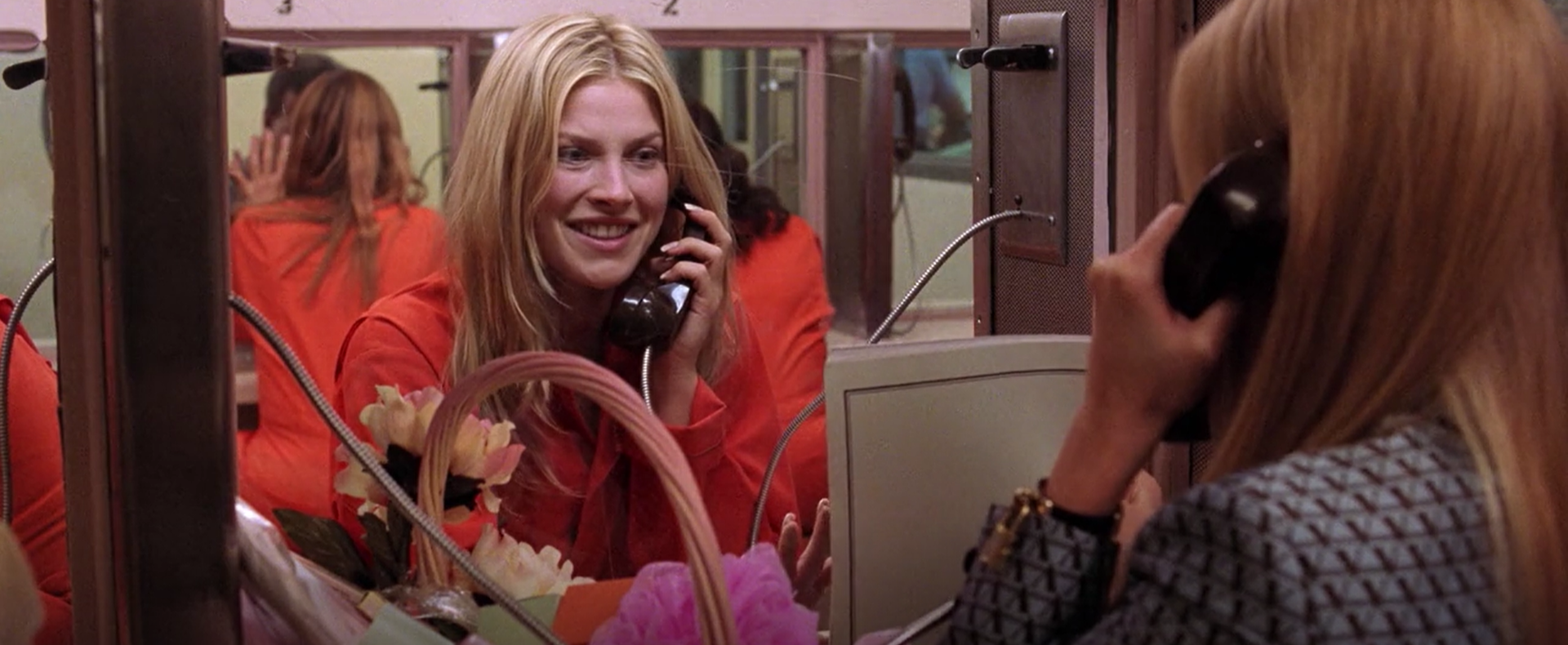 Elle (Reese Witherspoon) earns Brooke Windham's (Ali Larter) trust while trying to get her alibi.