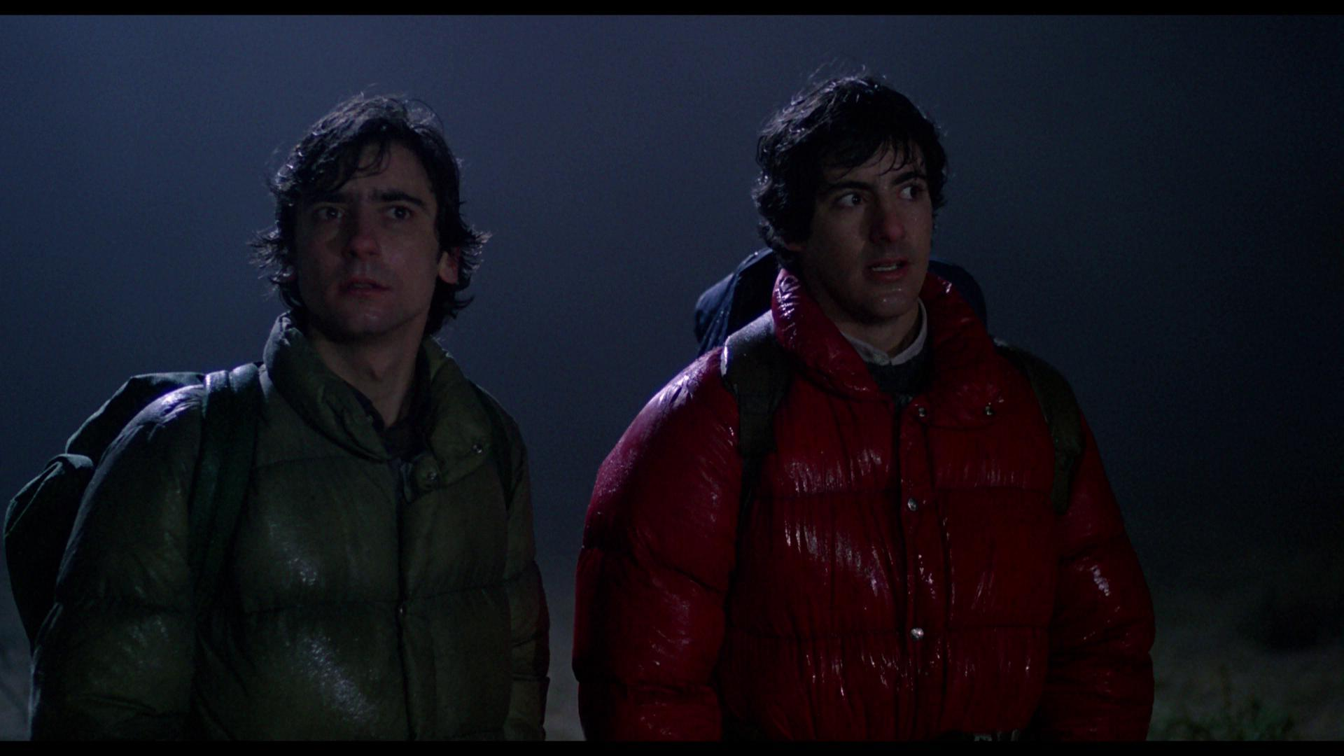 David (David Naughton) and Jack (Griffin Dunne) wander along the moor and sense the presence of something dangerous under the light of the full moon.