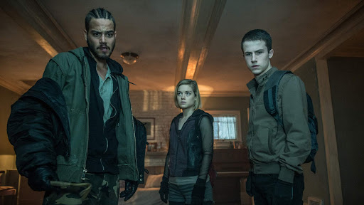"""A still from """"Don't Breathe"""" of Rocky, Alex, and Money in Nordstrom's house"""
