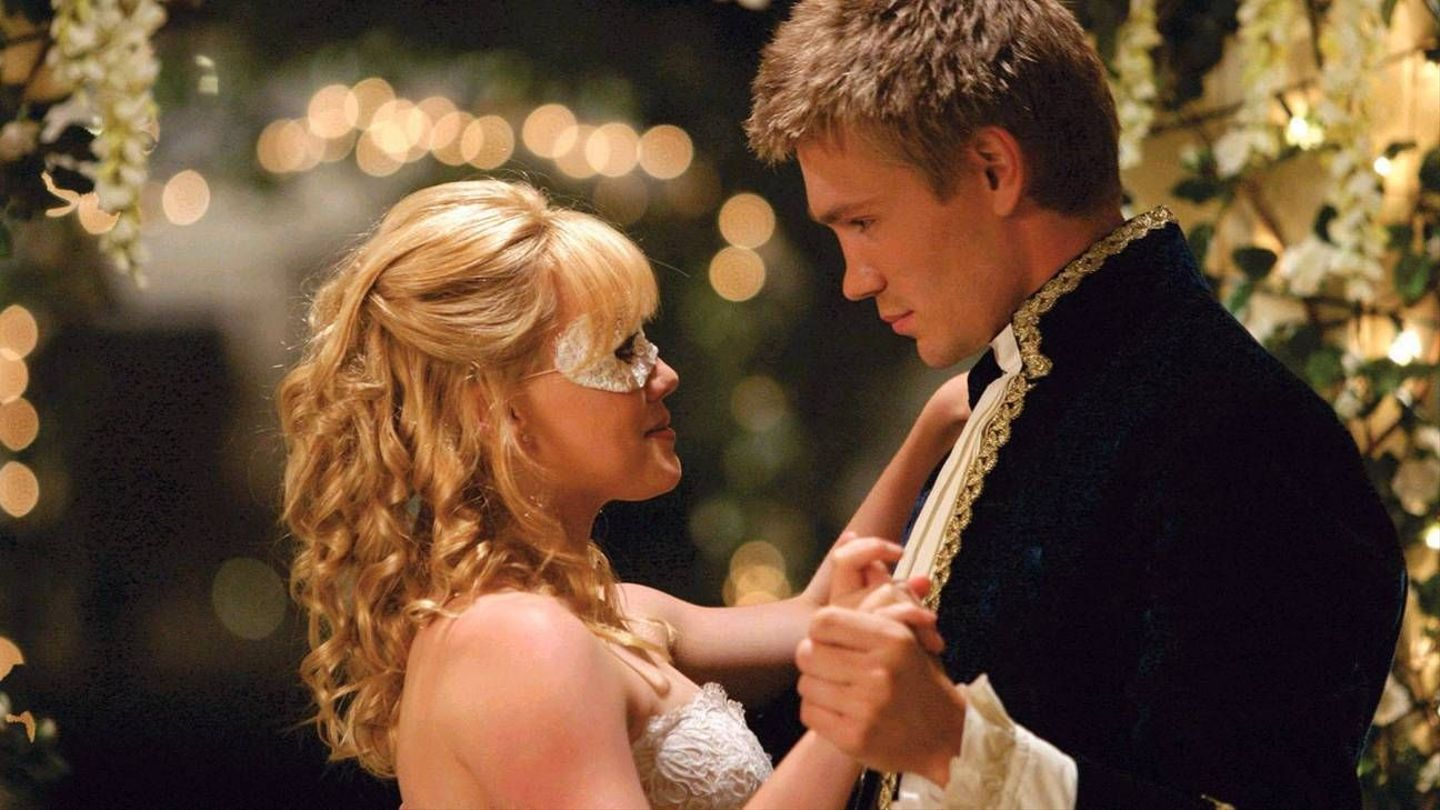 A still from 'A Cinderella Story' of Sam and Austin dancing